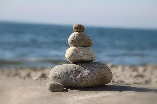 massage-aux-pierres-chaudes-Source-de-bien-être